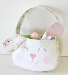 A free Darling Daisy Bag pattern hack from Molly and Mama - make the Darling Daisy Bag into a sweet Easter Bunny Bag or Easter Basket Diy Craft Projects, Easter Projects, Easter Crafts For Kids, Craft Stick Crafts, Diy For Kids, Bunny Bags, Diy Ostern, Boyfriend Crafts, Valentines Diy