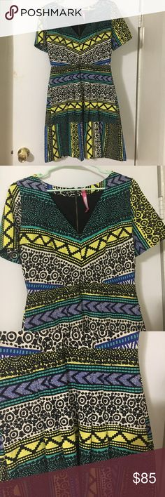 Beautiful summer dress! Plenty by Tracy Reese short sleeve pleated dress. Mid thigh length. V neck. Darting in the bust makes for a very flattering waist line. Worn once!! Size 6.  97% cotton, 3% spandex so it's a little stretchy.  make me an offer! Plenty by Tracy Reese Dresses