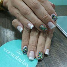 Uñas decoradas coloridas