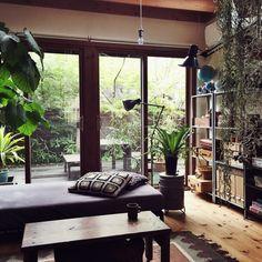 yururi-8239223さんの、NO GREEN NO LIFE,見せる収納,いなざうるす屋さん,IKEA,フロアライト,収納,関西好きやねん会,無印良品,ソファ,ラグ,DIY,DIY机,クッション,モチーフ編み,編み物部,地球儀,Lounge,のお部屋写真