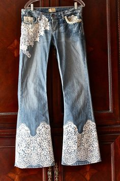 41 Simple Ways to Beutify your Denim By Adding Lace - diy clothes Recycling Ideen Diy Jeans, Jeans Denim, Blue Jeans, Denim And Lace, Denim Fashion, Boho Fashion, Fashion Trends, Mode Shoes, Diy Kleidung
