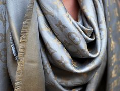 Louis Vuitton Grey Gold Shawl Monogram Shine Lurex Metal Scarf/Wrap off retail Foulard Louis Vuitton, Louis Vuitton Handbags, Louis Vuitton Monogram, 60 Fashion, Only Fashion, Fashion Outfits, Lifestyle Fashion, Fashion Beauty, Winter Fashion