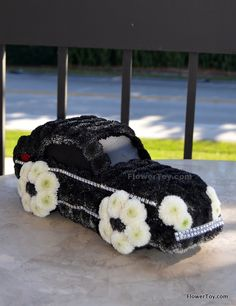 This Car arrangement is made of fresh flowers and looks like your favorite toy. Fresh Flowers, Silk Flowers, Royal Craft, Funeral Tributes, Funeral Memorial, Topiary, Ikebana, Decoration, Craft Gifts