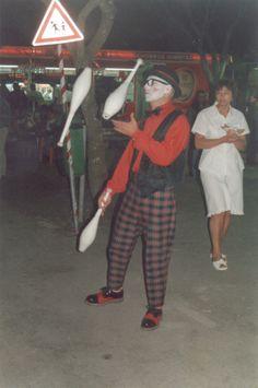 Esta foi em 2001 www.trupilariante.com  trupilariante@trupilariante.com https://www.facebook.com/TrupilarianteCompanhiaDeTeatroCirco?ref=hl