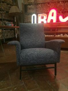 Italian Mid-Century Lounge Chair with Black Mottled Upholstery for sale at Pamono