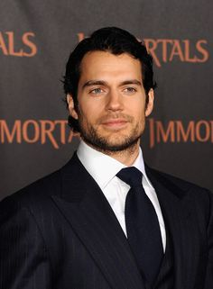 Saw the movie Immortal, reminded me how mush I'm in love (*_*) with Henry Cavill (rawrrrr)