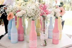 Garrafinhas, flores e tom pastel. Lindeza! #diy #flower
