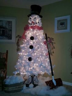 Snowman tree.  I need to make one of these...love it!