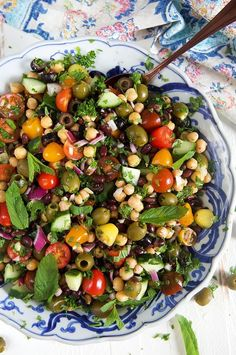 Simple, fresh, healthy and delicious! This easy Mediterranean Chickpea Salad is … Simple, fresh, healthy and delicious! This easy Mediterranean Chickpea Salad is quick and easy to make. So perfect for picnics and potlucks! Chickpea Salad Recipes, Veggie Recipes, Whole Food Recipes, Vegetarian Recipes, Cooking Recipes, Healthy Recipes, Healthy Soups, Bean Salad Recipes, Summer Salad Recipes