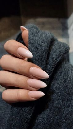 25 perfect almond nail art designs for this winter 2 Almond Nail Art, Almond Acrylic Nails, Summer Acrylic Nails, Almond Nails Pink, Pink Nail Art, Pink Nails, Nude Nails, Glitter Nails, Coffin Nails