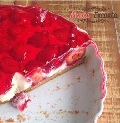 Como preparar torta prática de morango, recheio feito no microondas e cobertura de gelatina...