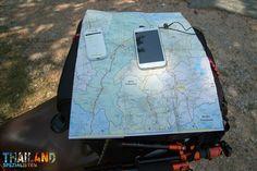 WLAN-Router und Straßenkarte für die Motorrad-Reise durch Thailand