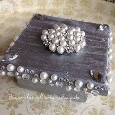 Hey, I found this really awesome Etsy listing at https://www.etsy.com/listing/212404856/silver-and-pearl-ring-bearer-box-ring