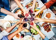 There's so much to enjoy during the summer, especially when it comes to food. We asked experts for their best healthy summer eating tips. Summer Bbq, Summer Drinks, Fun Drinks, Rinder Steak, Chocolate Day, Hot Toddy, Sprout Recipes, Calzone, Healthy Summer