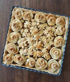 Baker Karin Pfeiff Boschek Showcases Her Skills With Before & After Shots Of Her Stunning Pie Crust Designs Creative Pie Crust, Beautiful Pie Crusts, Pie Crust Designs, Pie Decoration, Pies Art, Pastry Design, Pie Crust Recipes, Sweet Pie, No Bake Pies