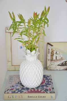 Carnival Decoration: 60 tips and ideas to brighten up your party - Home Fashion Trend Pineapple Vase, Pineapple Flowers, Pineapple Kitchen, Fresco, Carnival Decorations, Estilo Tropical, Humble Abode, My Dream Home, Home Goods