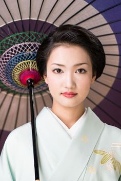 "geisha-kai: Former maiko Fukuho of Miyagawacho is now working as a geisha in Tokyo's hanamachi, Shinbashi. Her actual name is Suzume (""Sparrow""). She debuted at this year's Azuma Odori and gained a great popularity. Congratulations and good luck, Suzume san! (Photo from Asahi Shinbun)"