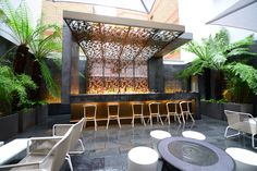 The grand South Place Hotel courtyard bar complete with mammoth portions of uba-cool concrete! are Conran Rooftop Design, Courtyard Design, Garden Design, Pool Bar, Terrace Restaurant, Restaurant Design, Restaurant Ideas, Diy Außenbar, Diy Outdoor Bar