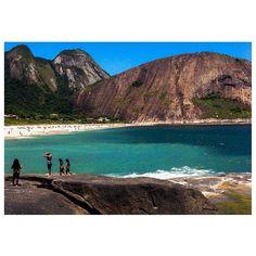@laurenfontes Praia de Itacoatiara em Niterói, RJ