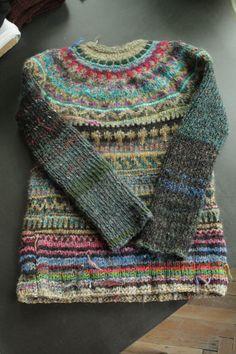 Style naïf pour un pull norvégien aux tendres couleurs.