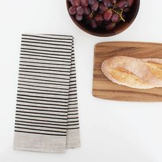 A versatile towel, made of 100% linen, perfect for every day use in the bathroom or kitchen. A classic stripe, made new again in intense Black Ink.
