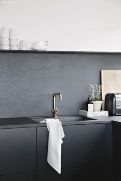 "Need some kitchen splashback ideas for your new kitchen? Take a look at these 70 beauitful and unique kitchen splashback that will make you say ""Wow! Black Kitchens, Home Kitchens, Kitchen Black, Charcoal Kitchen, Bronze Kitchen, Diy Kitchen, Kitchen Interior, Kitchen Ideas, Kitchen Decor"