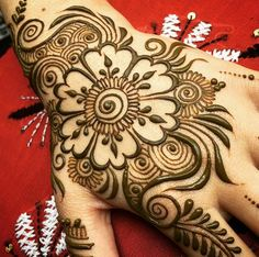 Explore latest Mehndi Designs images in 2019 on Happy Shappy. Mehendi design is also known as the heena design or henna patterns worldwide. We are here with the best mehndi designs images from worldwide. Henna Flower Designs, Flower Henna, Beautiful Henna Designs, Latest Mehndi Designs, Bridal Mehndi Designs, Mehndi Designs For Hands, Simple Mehndi Designs, Henna Tattoo Designs, Bridal Henna