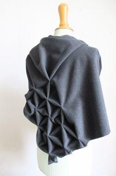 Schals - geometrischer wollschal, grau - ein Designerstück von StAnderswo bei DaWanda