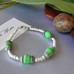 Bracciale verde e bianco con perle di carta  eco di Acasaconmanu