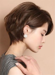 Get Some Inspiration from Anne Hathaway's Short Hair Hair inspiration – Hair Models-Hair Styles Pixie Hairstyles, Short Hairstyles For Women, Pixie Haircut, Asian Hairstyles, Hairstyle Short Hair, Short Hair Makeup, Hairstyle Images, Japanese Hairstyles, Perfect Hairstyle