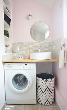 regardsetmaisons: Comment installer un lave linge dans une petite salle de bain avec un petit budget Laundry Room Design, Bathroom Design Small, Bathroom Layout, Bathroom Interior Design, Modern Bathroom, Serene Bathroom, Minimalist Bathroom, Tiny House Bathroom, Laundry In Bathroom