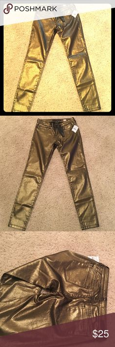 BNWT Gold Skinny Jeans ADORABLE pair of never-been-worn gold skinny jeans! Bought at Nordstrom Rack in the Juniors section. Make an offer! sneak peek Jeans