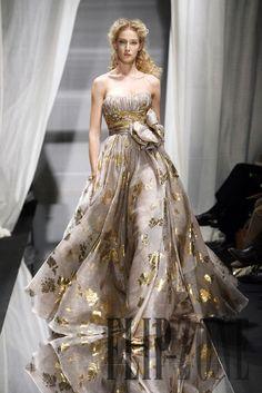 Zuhair Murad like a dream. Zuhair Murad, Beautiful Gowns, Beautiful Outfits, Runway Fashion, Fashion Show, Net Fashion, Haute Couture Fashion, Looks Style, Formal Gowns