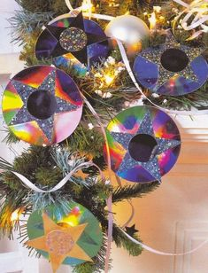 http://handmade-website.com/christmas-crafts-from-cd-disc-photo/