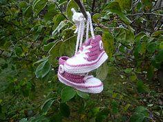 Ravelry: Crochet Baby Converse pattern by Suzanne Resaul