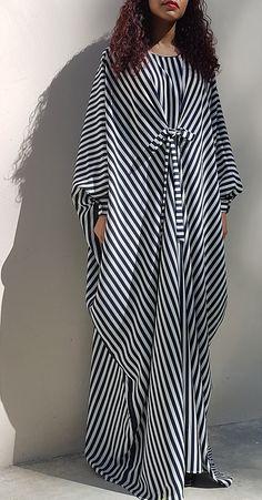 Oversized Blue and Pink Kaftan Dress - Frock Dress - Loose fit Maxi Dress Abaya Fashion, Muslim Fashion, Modest Fashion, Fashion Clothes, Fashion Outfits, African Maxi Dresses, Latest African Fashion Dresses, African Print Fashion, Kaftan Style