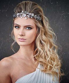 Lindos penteados gregos para usar em festas ou simplesmente para ficar mais linda, confira! #penteadosparafesta #cabelogrego #salaovirtual