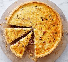 Make quiche Lorraine to perfection every time with this easy recipe for a crisp pastry base and rich smoked bacon, cheese and thyme filling Recipes cheese Caramelised onion quiche with cheddar & bacon Bacon Quiche, Frittata, Cheese Quiche, Bbc Good Food Recipes, Cooking Recipes, Yummy Food, Savoury Baking, Savoury Pies, Healthy Recipes