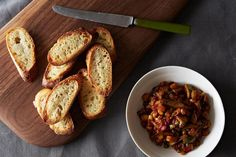 Silky Sweet & Sour Eggplant Caponata - des câpres, de l'aubergine, huile d'olives - c'est bon!