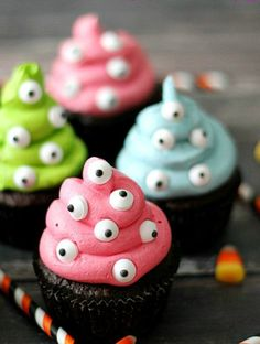 Halloween Snack Rezepte - Monster-Cupcakes astuce recette minceur girl world world recipes world snacks Halloween Mignon, Bolo Halloween, Dulces Halloween, Halloween Torte, Pasteles Halloween, Dessert Halloween, Halloween Snacks For Kids, Halloween Ghosts, Halloween Carnival