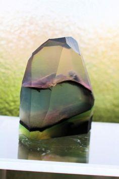8月後半は、宝石石けんをたくさん作りました。今回の宝石石けんは 以前アップした 『宝石石けんの型入れ 6本』 の時の石鹸です。最近試作した宝石石けんもたまって…