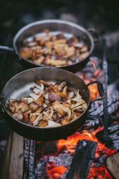 Winter Workshop + Supper by Eva Kosmas Flores Fall Recipes, Wine Recipes, Healthy Recipes, Outdoor Food, Outdoor Cooking, Fire Cooking, Cooking Tips, Food Photography Styling, Camping Photography