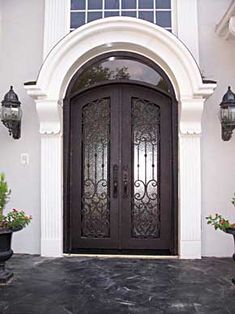 love these double front doors and the arch