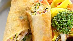 Kevätkääryleet broileritäytteellä - Reseptit - MTVuutiset.fi Asian Recipes, Ethnic Recipes, Fresh Rolls, Food And Drink, Snacks, Pizza, Prom Dresses, Appetizers, Treats