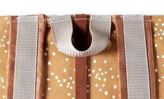 DIY-Tutorial Rucksack DIY Tutorial Rolltop Backpack with Spoonflower Fabric Tutorial Diy, Pouch Tutorial, Sewing Hacks, Sewing Tutorials, Sewing Projects, Sewing Diy, Mochila Tutorial, Diy Backpack, Tablet Weaving