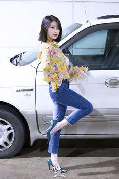 To the beautiful Lee Ji Eun: Photo Kpop Fashion, Korean Fashion, Fashion Outfits, Kpop Girl Groups, Kpop Girls, Cute Girls, Asian Girl, Short Hair Styles, Casual Outfits