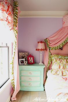 Sharing a bright, bold and feminine little girl's bedroom that features beautiful bedding and fun pops of color with accessories from HomeGoods.  Sponsored by HomeGoods.