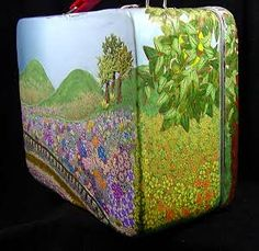 An amazing lunch box created by Leigh Ross on The Polymer Arts magazine's blog.