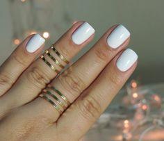 Esmalte branco e ombré glitter prata nas unhas de Réveillon