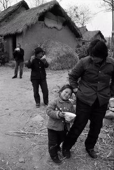 一组农村吃饭的老照片,瞬间刷爆朋友圈!-微众圈